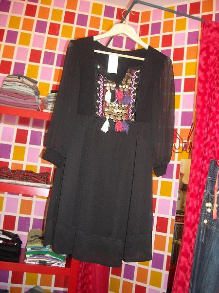 Etnik detaylı elbise 89 YTL.
